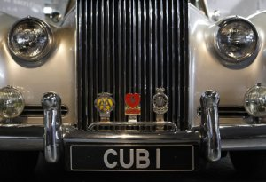 Foto detail Rolls Royce Silver Cloud II dari film James Bond A View to a Kill. Foto ReutersSuzanne Plunkett.