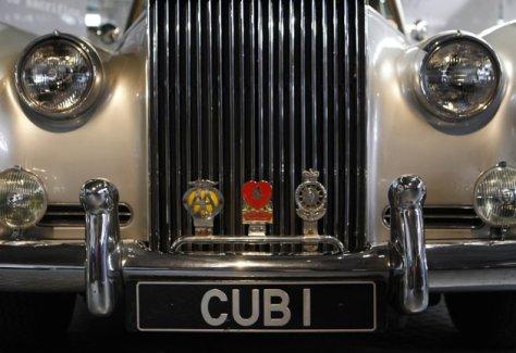 Foto detail Rolls Royce Silver Cloud II dari film James Bond A View to a Kill. Foto ReutersSuzanne Plunkett.