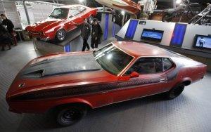Mobil Ford Mustang Mach 1 yang digunakan James Bond pada film Diamonds are Forever. Foto ReutersSuzanne Plunkett.