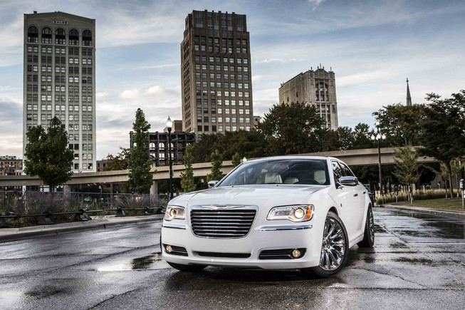 2014 Chrysler 300 (2)