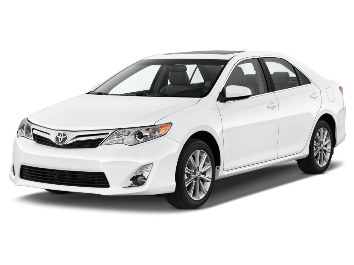 Mobil Toyota Camry 2014